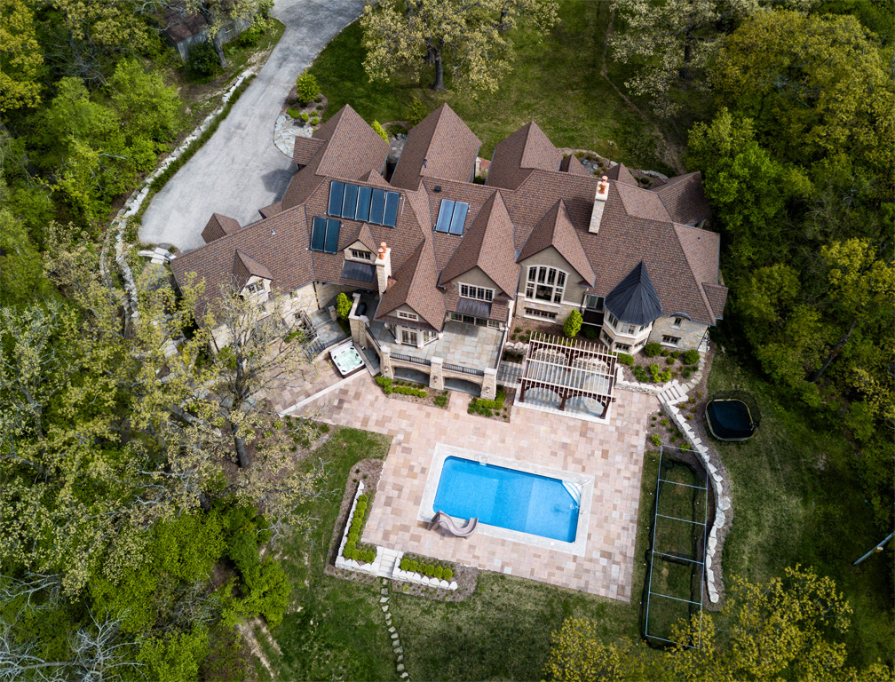 birds eye view of home, landscaping and pool